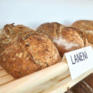 Laneni kruh z lanenimi semeni pekarne Art Bread
